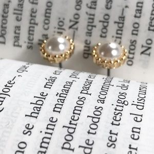 GOLD AND WHITE PEARL STUD EARRINGS